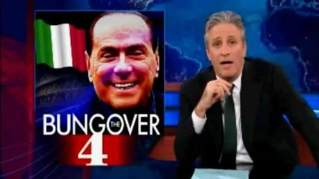 Usa, il comico Jon Stewart scatenato contro Berlusconi - Video - Corriere TV